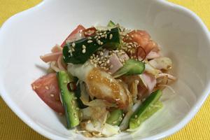 笹かまぼことハムの中華風サラダ