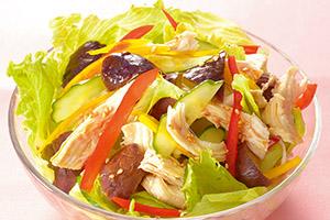 夏野菜と鶏肉のサラダ