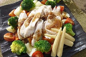 温野菜で食べる蒸し鶏サラダ